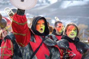 Imágenes de los Guggen en el carnaval de Miege - Foto Ellen Wallace