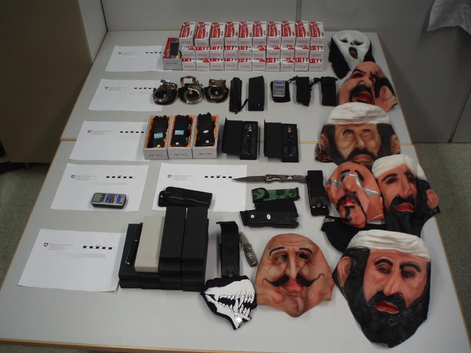 bin laden with gun osama bin laden. in laden with gun. Osama Bin