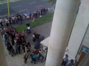 compradores en fila en Ginebra Suiza