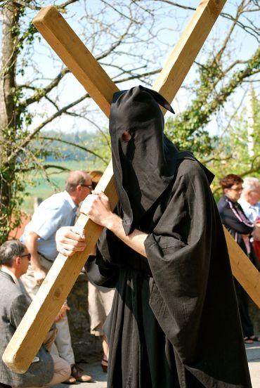Cargador de la cruz en Romont, Suiza - Foto de Laila Rodriguez