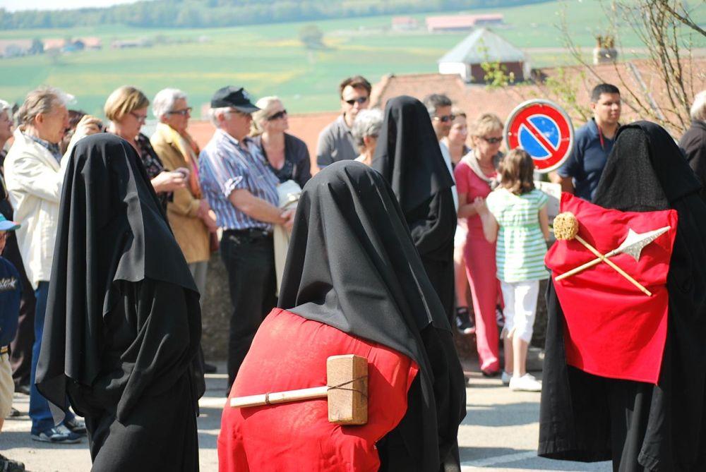 Las dolientes en Romont, Suiza el Viernes Santo - Foto de Laila Rodriguez