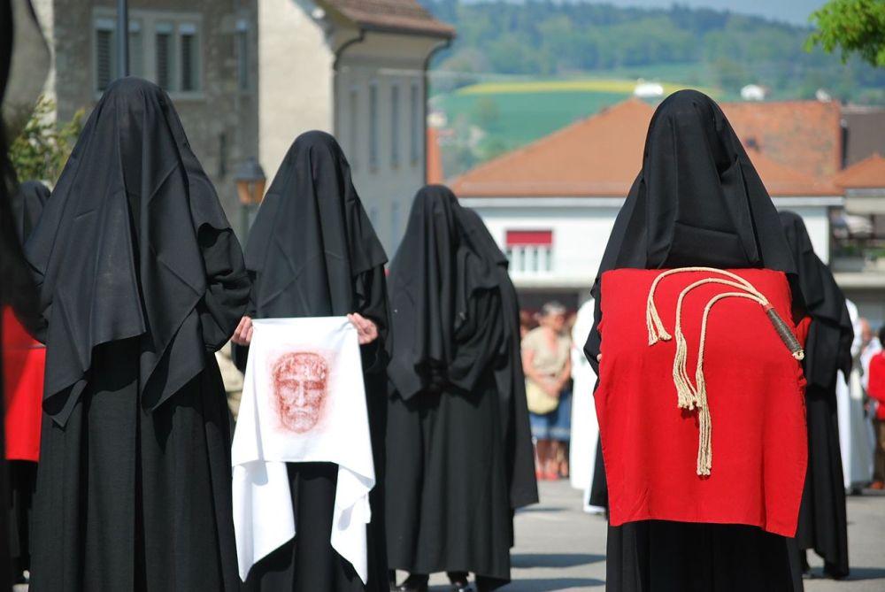 las pleureuses de Romont - las lloronas de Romont procesión de viernes santo en Suiza - Foto de Laila Rodríguez