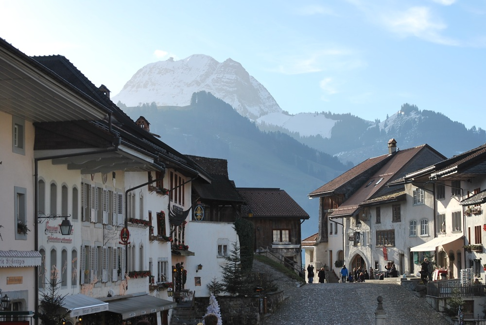 Una escena en la Ciudad de Gruyere en Suiza