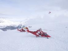 Avalanche in Graubunden en Suiza helicópertod de rescate
